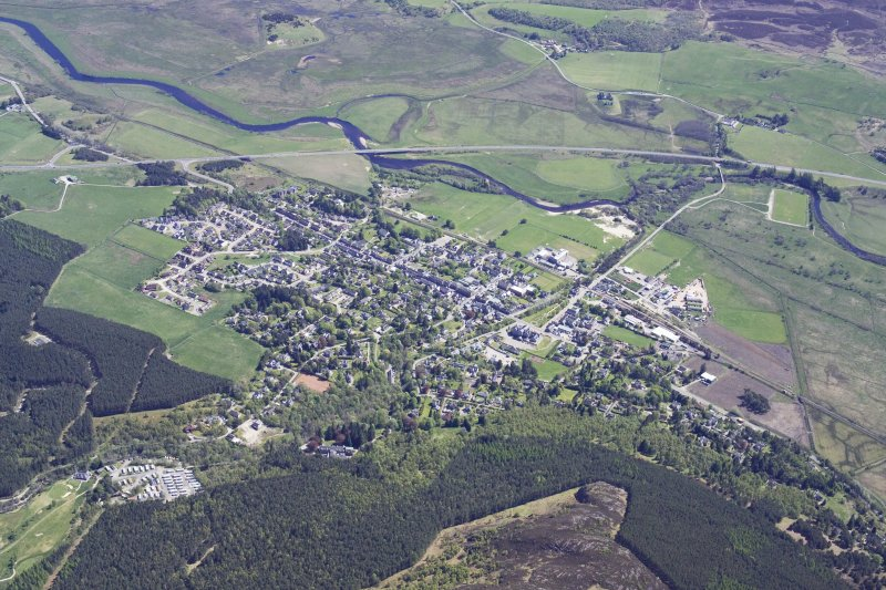 General oblique aerial view of Kingussie, taken from the NW.