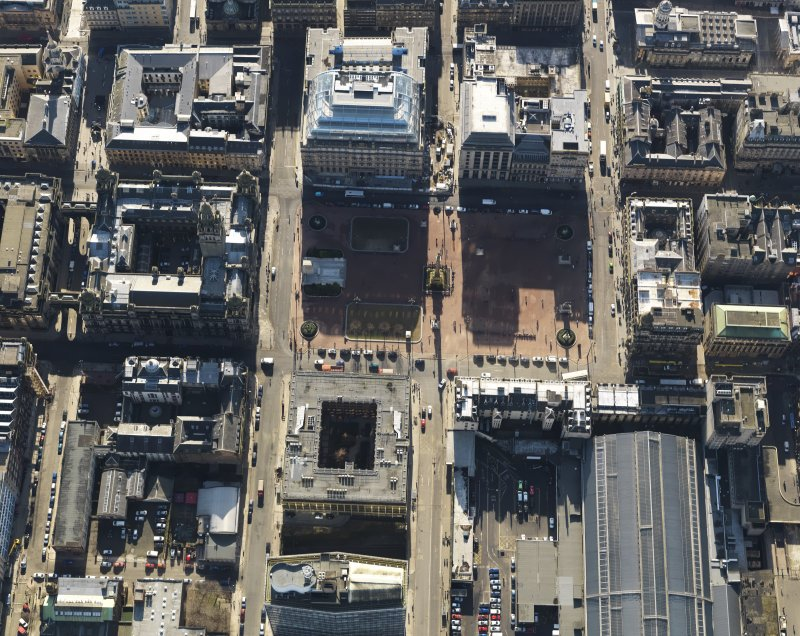 Oblique aerial view centred on George Square, taken from the N.