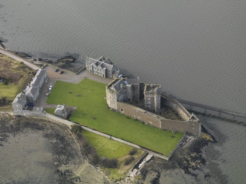 General oblique aerial view centred on Blackness Castle, taken from the E.