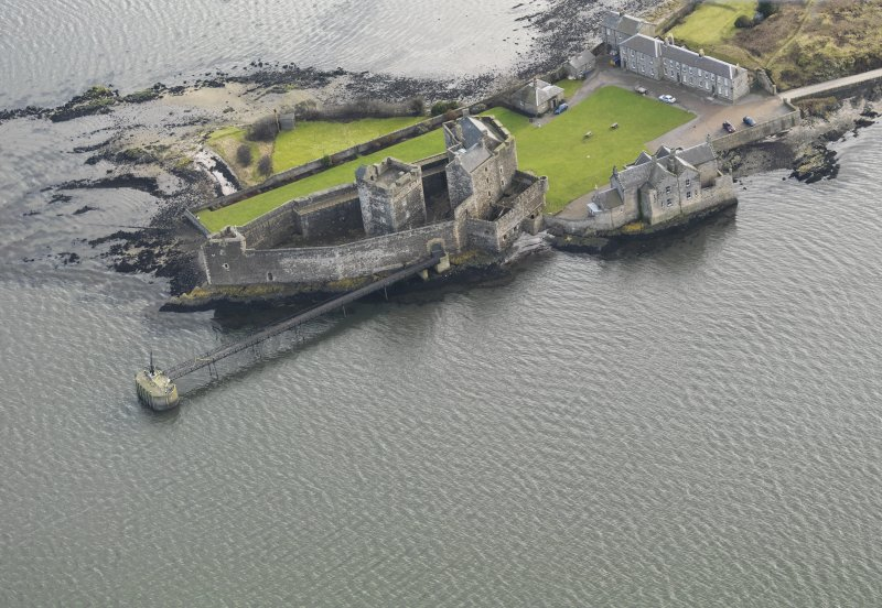 General oblique aerial view centred on Blackness Castle, taken from the NW.