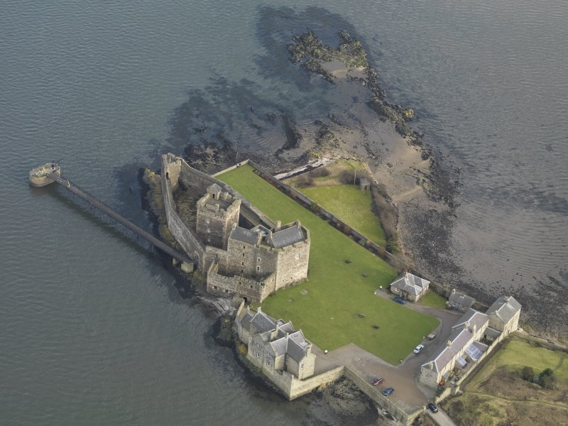 General oblique aerial view centred on Blackness Castle, taken from the WSW.