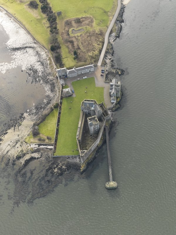 General oblique aerial view centred on Blackness Castle, taken from the NNE.