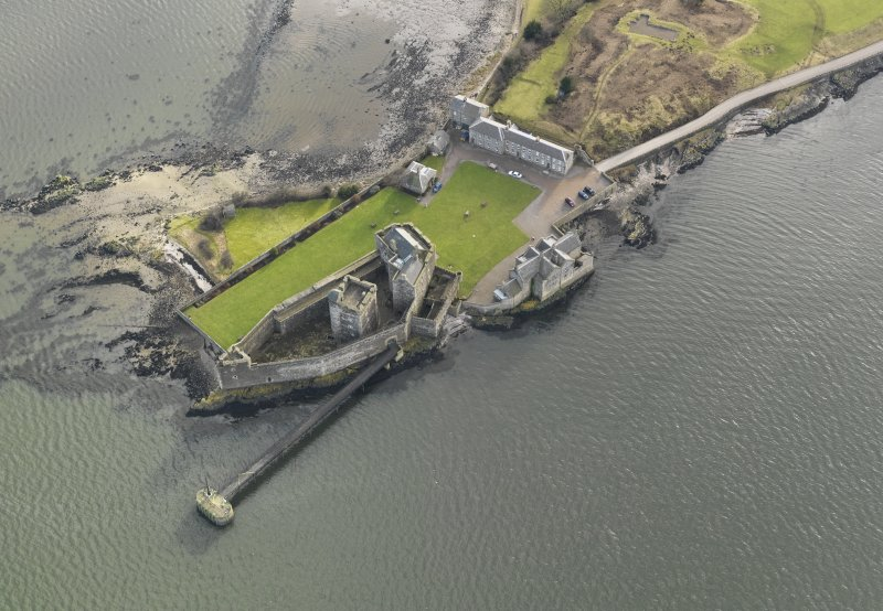 General oblique aerial view centred on Blackness Castle, taken from the N.