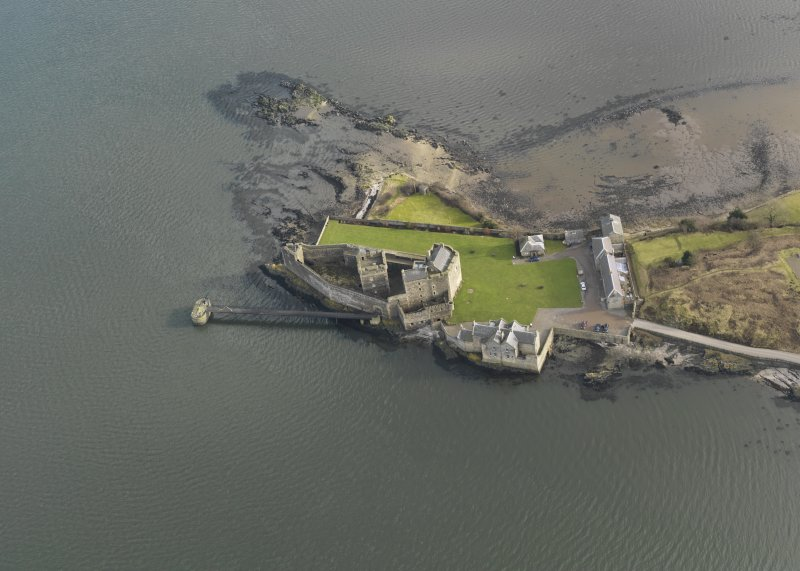 General oblique aerial view centred on Blackness Castle, taken from the W.