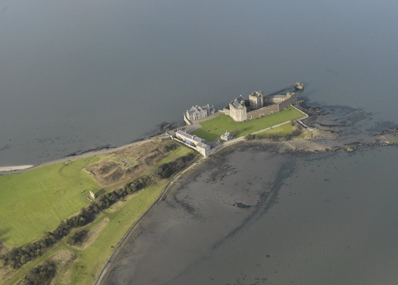 General oblique aerial view centred on Blackness Castle, taken from the SE.
