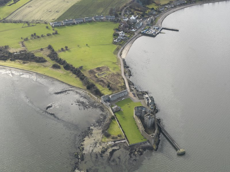 General oblique aerial view centred on Blackness Castle, taken from the NE.