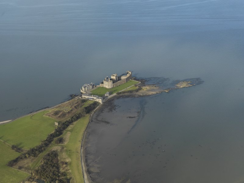 General oblique aerial view centred on Blackness Castle, taken from the S.