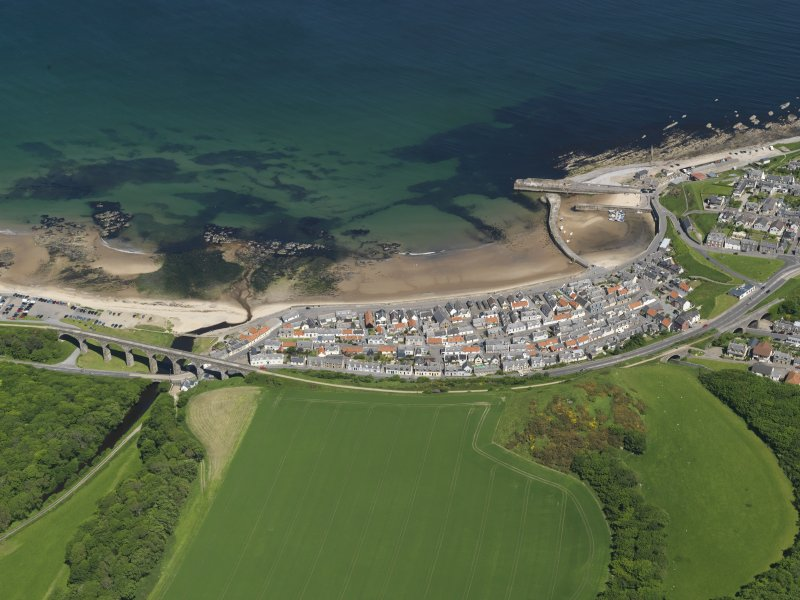 General oblique aerial view centred on the Seatown part of the town of Cullen, taken from the S.