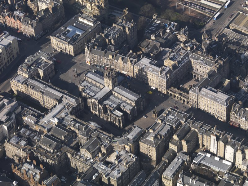 Oblique aerial view centred on St Giles Cathedral, taken from the SE.