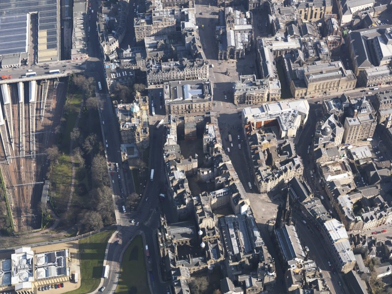 General oblique aerial view centred on theLawnmarket, taken from the W.
