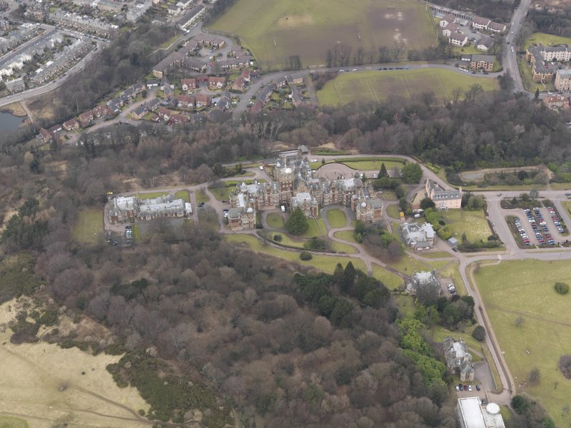 Oblique aerial view centred on the hospital/University, taken from the SSW.