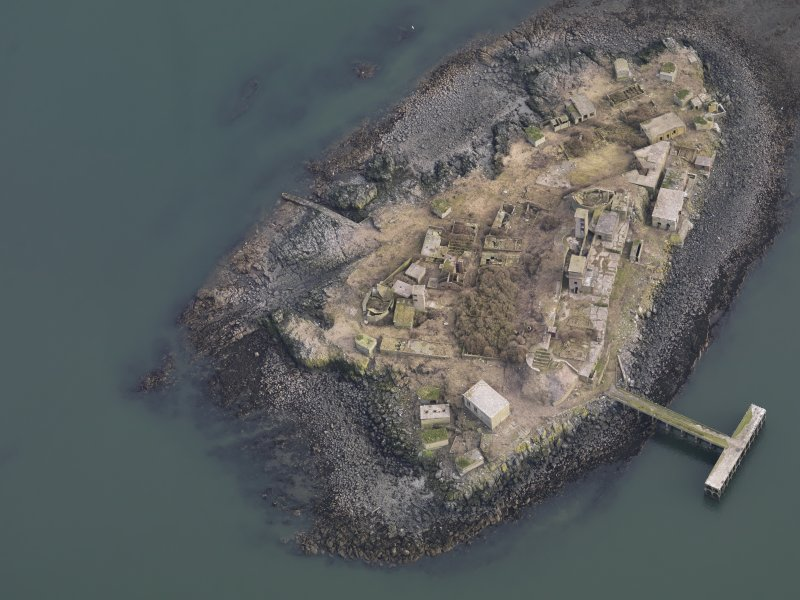 General oblique aerial view centred on the Island, taken from the NW.