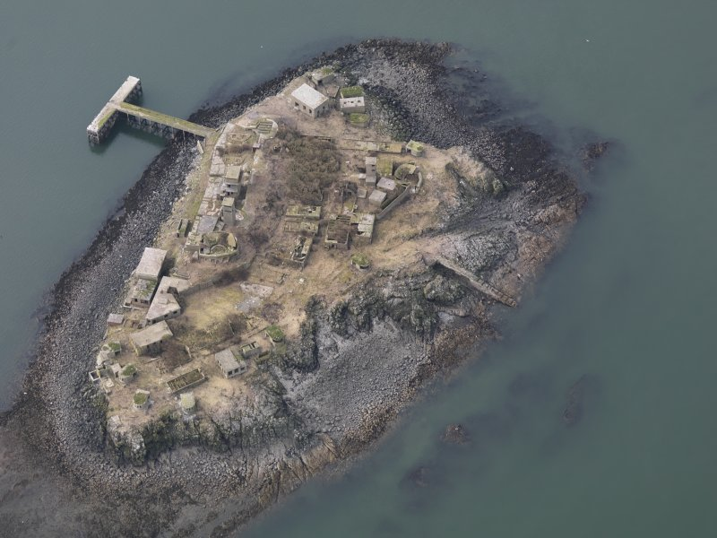 General oblique aerial view centred on the Island, taken from the SE.