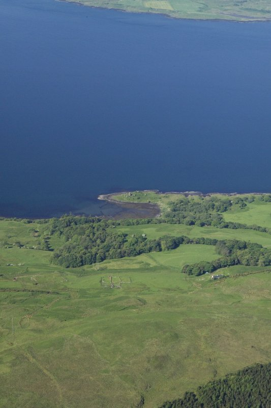General oblique aerial view looking across the fort, fish trap and tower house at Caisteal nan Con, taken from the ENE.