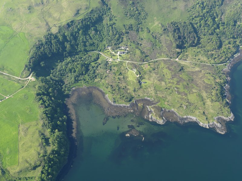 Oblique aerial view centred on the remains of the possible fish trap at Camas Ban, taken from the SSE.