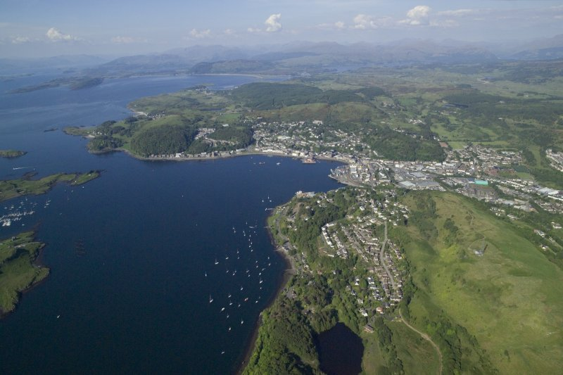 General oblique aerial view of Oban, taken from the SW.