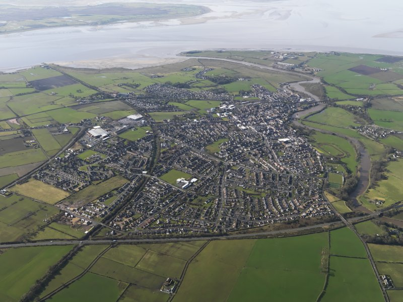 General oblique aerial view centred on the town, taken from the NE.