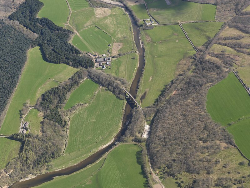 Oblique aerial view centred on the railway viaduct, taken from the SSW.