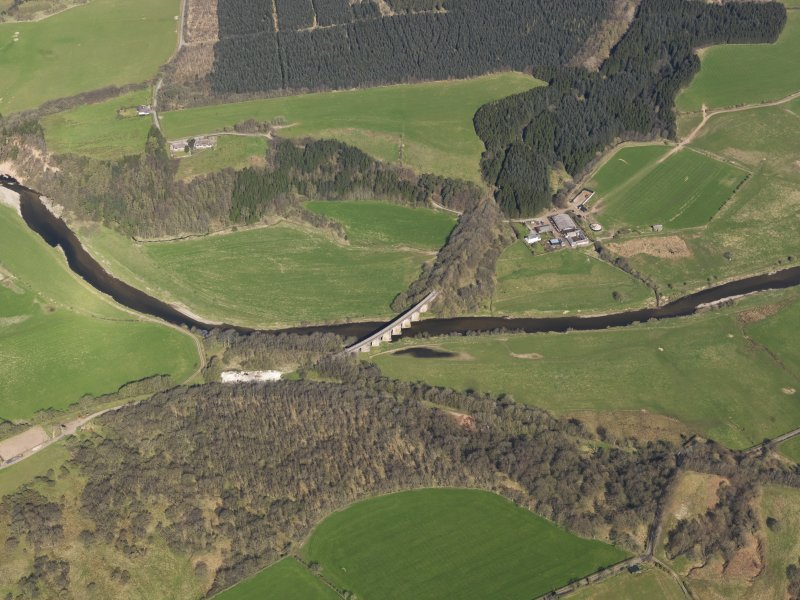 Oblique aerial view centred on the railway viaduct, taken from the SSE.