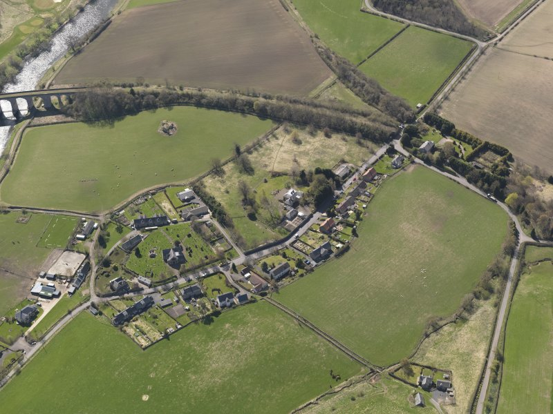 Oblique aerial view centred on the village, taken from the N.