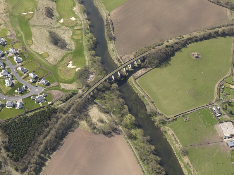 Oblique aerial view centred on the railway viaduct, taken from the NNE.