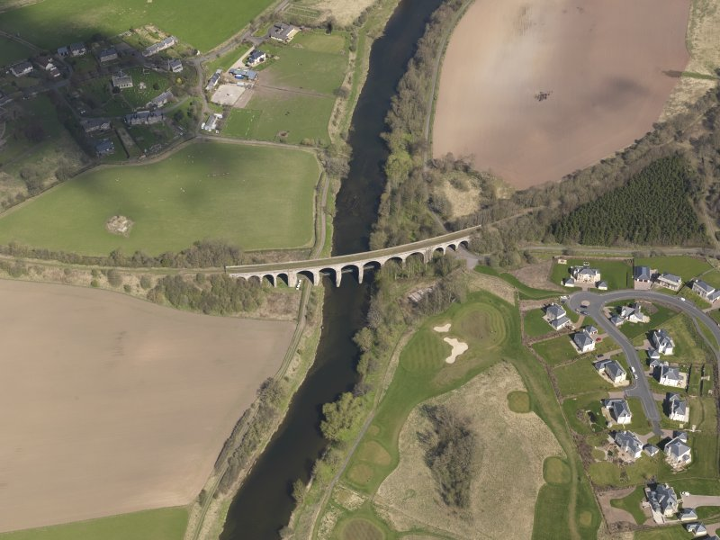 Oblique aerial view centred on the railway viaduct, taken from the S.