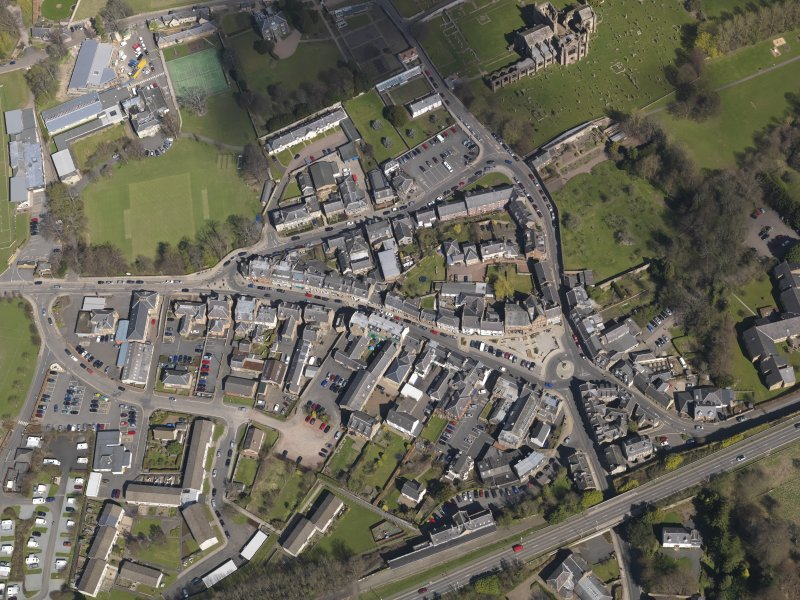 Oblique aerial view centred on the centre of the town, taken from the SW.