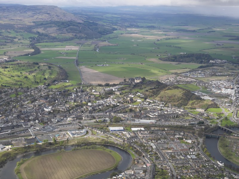 General oblique aerial view of the city centred on Stirling Castle, taken from the E.