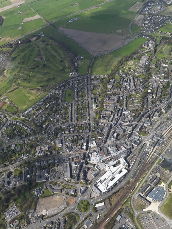 General oblique aerial view of the city centred on Stirling city centre, taken from the SE.
