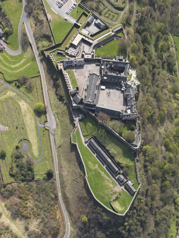 General oblique aerial view of the castle centred on the Great Hall, Stirling Castle, taken from the NNW.