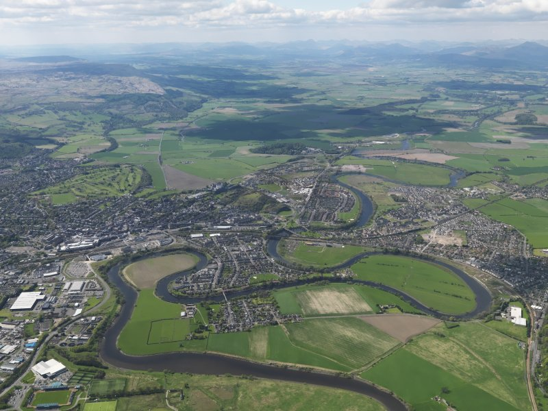 General oblique aerial view of the city looking W towards the River Forth valley and the Mentieth Hills, centred on Stirling Castle, taken from the E.