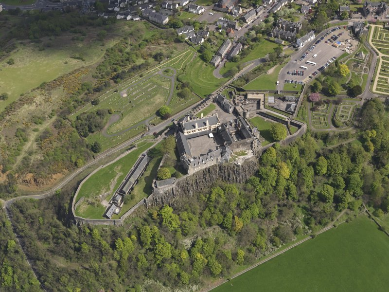 Oblique aerial view of the city centred on the castle, taken from the NW.