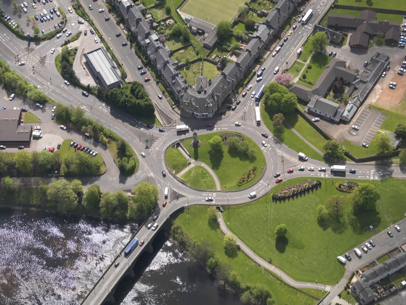 Oblique aerial view of the Customs Roundabout, Stirling, taken from the NE.