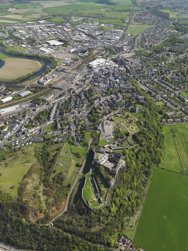 Oblique aerial view of the city centred on Stirling Castle, taken from the N.