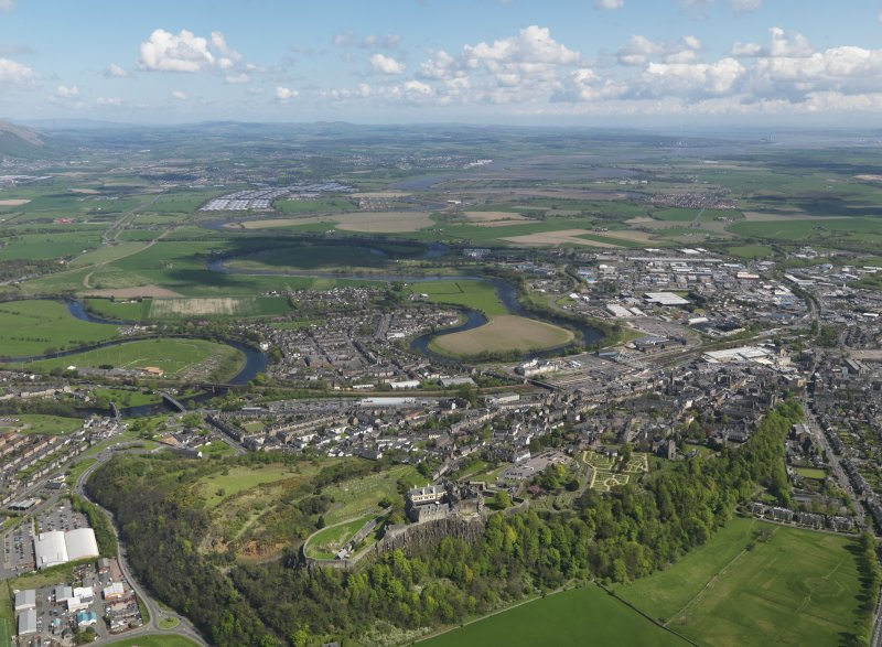 General oblique aerial view of the city centred Stirling Castle looking E towards Kincardine, taken from the WNW.