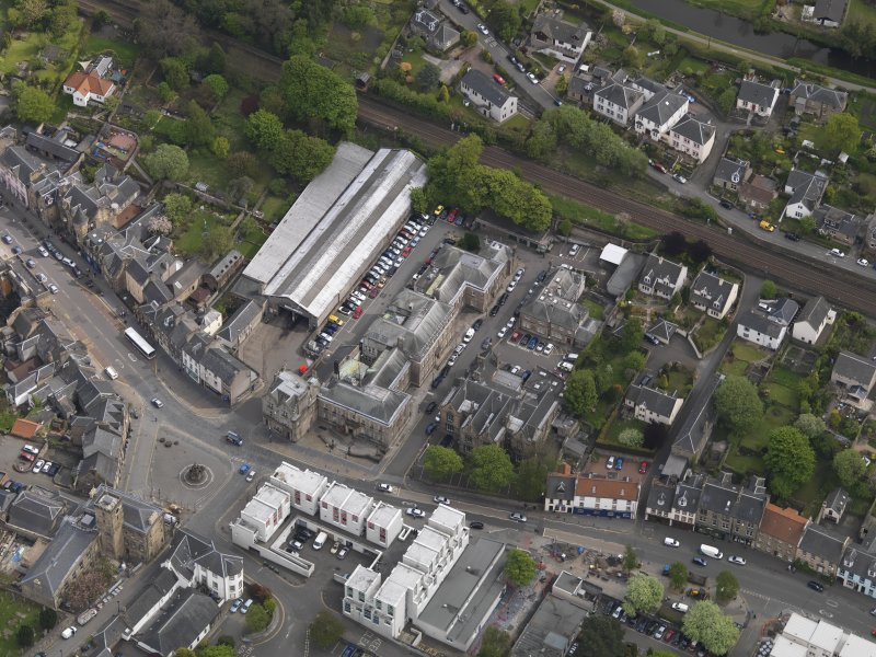 Oblique aerial view centred on the High Street, taken from the NW.