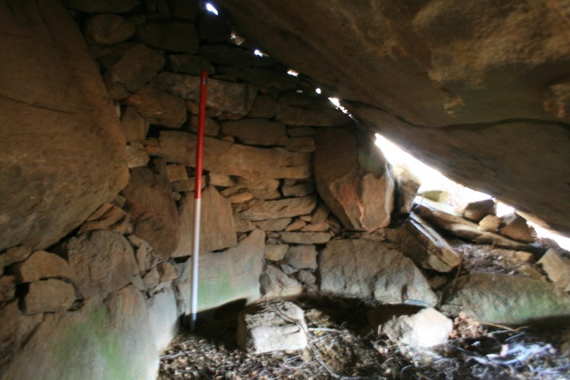 East end of interior of rock shelter 33 Soulmarksie