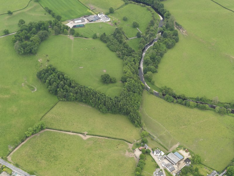 Oblique aerial view centred on the earthwork, taken from the NNE.