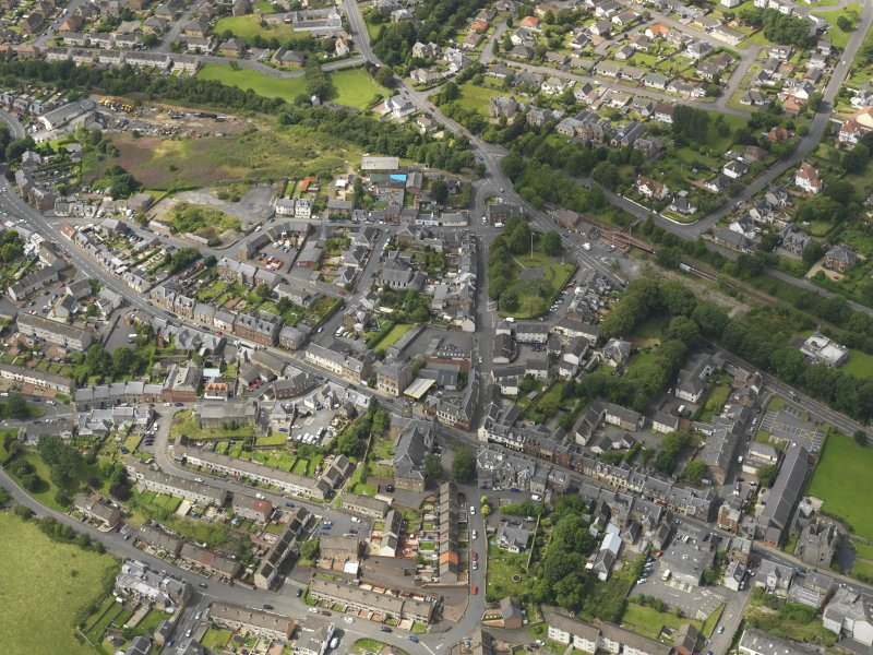 Oblique aerial view of the centre of Maybole, taken from the SE.