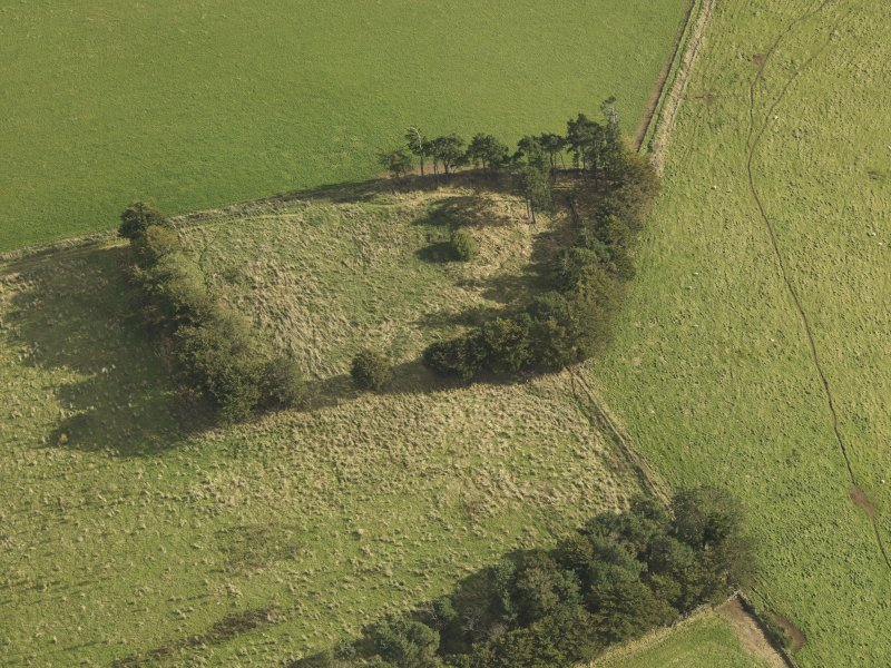 Oblique aerial view of Dunnideer recumbent stone circle, taken from the NW.