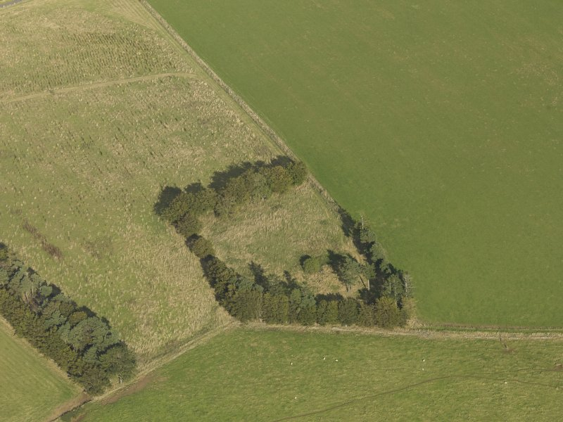Oblique aerial view of Dunnideer recumbent stone circle, taken from the SW.