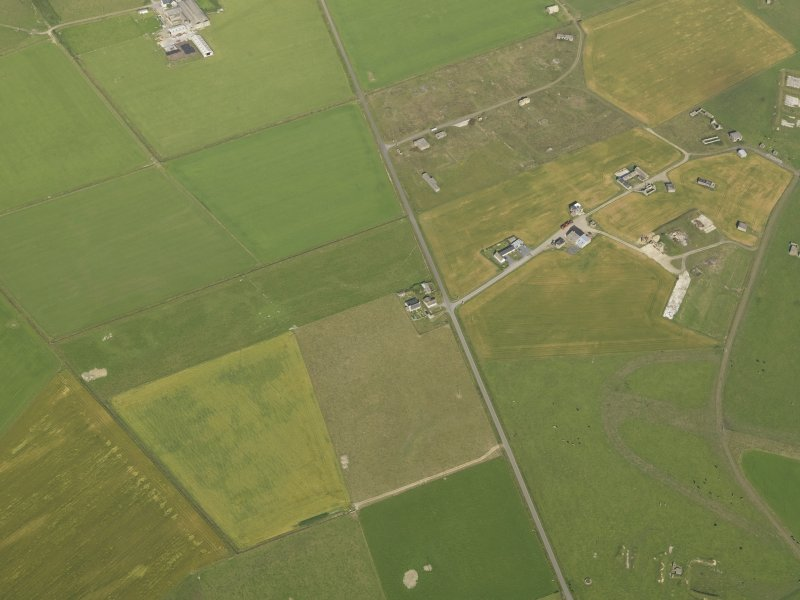 Oblique aerial view centred on the cropmarks of the possible enclosure, taken from the SE.
