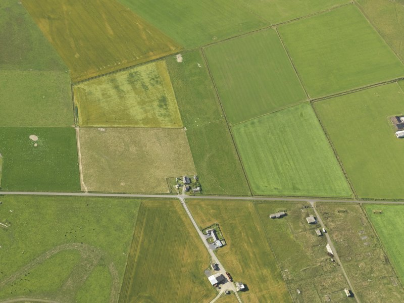 Oblique aerial view centred on the cropmarks of the possible enclosure, taken from the NNE.