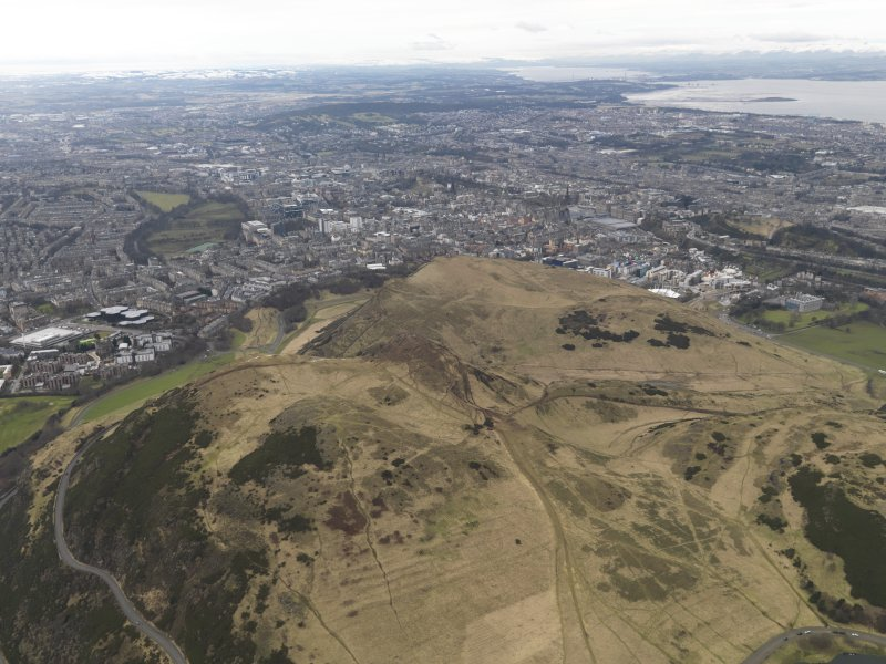 General oblique aerial view of the city and the park centred on Arthur's Seat, taken from the ESE.