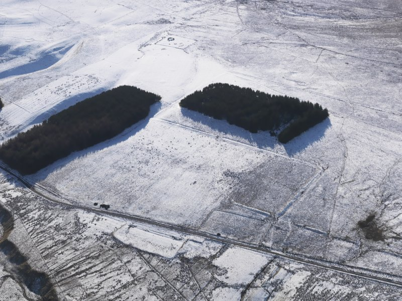 Oblique aerial view centred on the remains of the Roman Temporary Camps and the linear earthwork at Pennymuir, looking WSW.