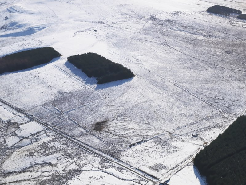Oblique aerial view centred on the remains of the Roman Temporary Camps and the linear earthwork at Pennymuir, looking SSW.