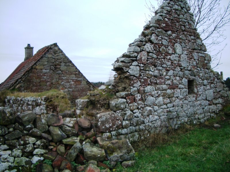 Threipmuir: E gable of long range (unit H)
