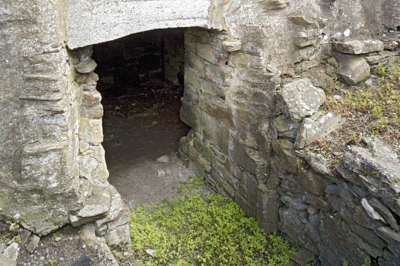 NW cellar, detail of entrance
