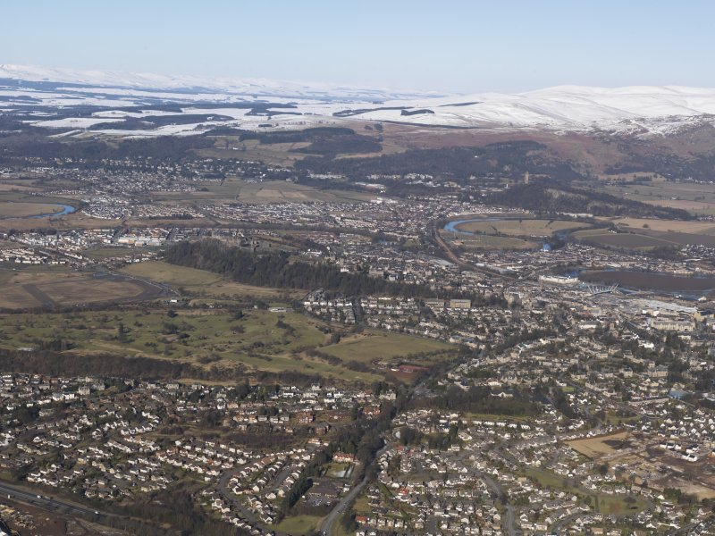 General oblique aerial view of Stirling, with the Wallace Monument beyond, looking N.