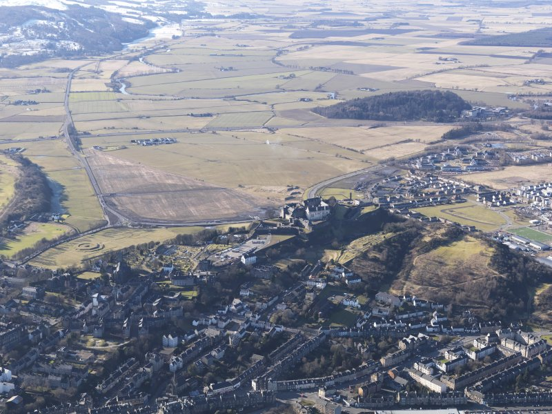 General oblique aerial view of Stirling, with the River Forth beyond, looking W.